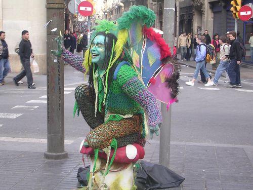 Barcelona-street-performer-bohocircus