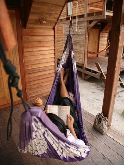 Castaway-resort-hammock-book-relax_21939_600x450