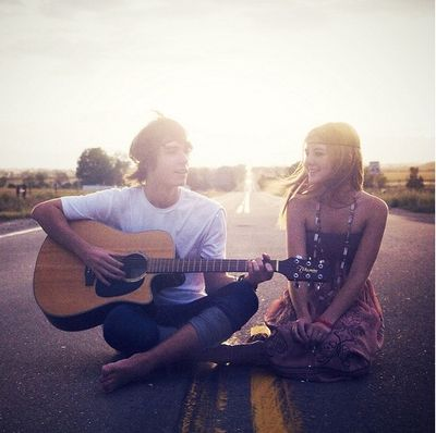 Sunshine-couple-guitar-bohocircus