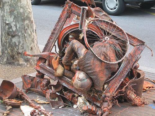 Barcelona-street-performer-flickr-bohocircus