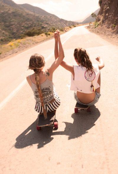 Summer-skateboards-friends-bohocircus