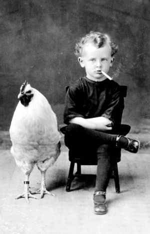 Smoking-child-chicken-bohocircus