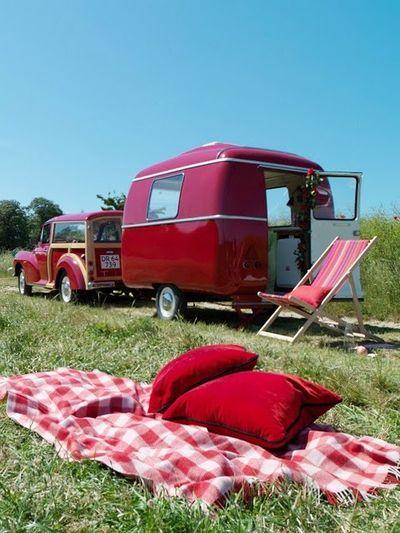 Vintage-woodie-trailer